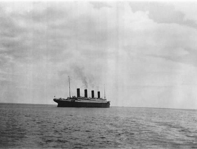 24. Titanik batmadan önce çekilmiş son fotoğrafı.