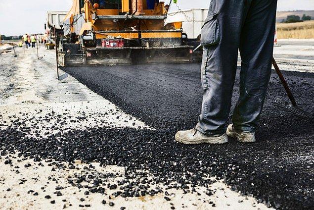 5. Yeni dökülmüş asfaltı düşün, sıcak sıcak... O koku desek sana?
