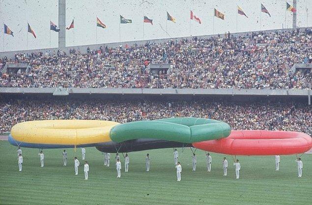 8. Dev gibi şişme balonlardan yapılmış olimpiyat halkaları da gördü bu gözler.