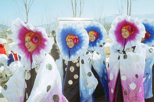 11. Nitekim çiçek olmaya yeni bir soluk getiren bu arkadaşlar da Nagano Olimpiyatları'ndan.