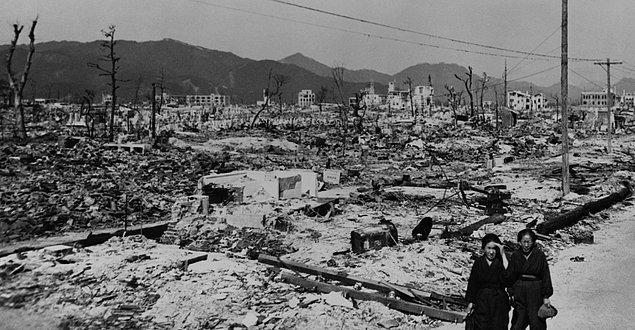 1. Saldırı öncesinde uçaklardan şehre insanları atom bombası atılacağı konusunda uyaran broşürler atıldı.