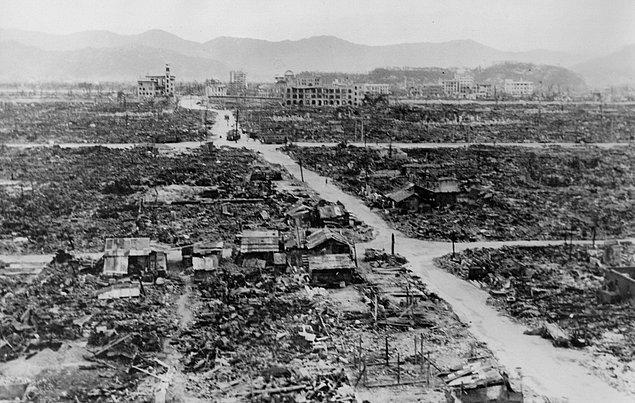 """5. Hiroşima'ya atılan bombanın adı """"Küçük Çocuk"""" iken, Nagazaki'ye atılanın adı """"Şişman Adam""""dı."""