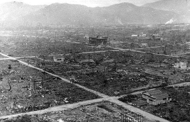 13. Tsutomu Yamaguchi adlı bir adam işe gitmek için Hiroshima'dan trene bindi ve şans eseri saldırıdan kurtuldu.