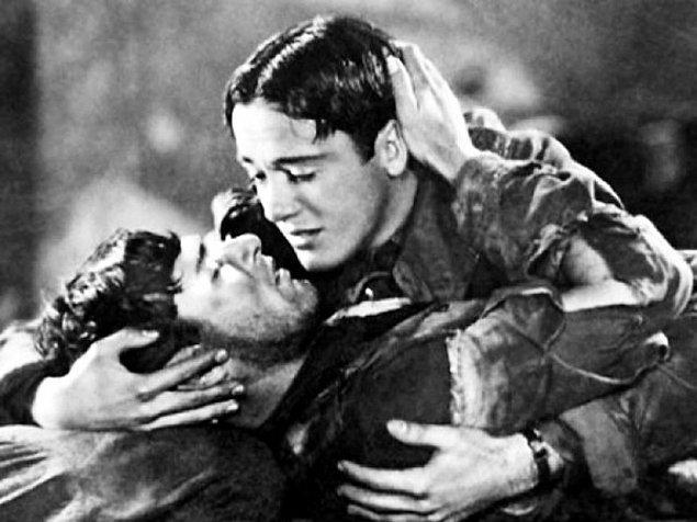 """9. İki erkeğin öpüştüğü ilk film, 1927 yapımı """"Wings"""" filmidir."""