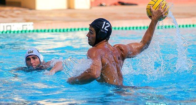 Sutopu oyuncusu olduğu için Olimpiyatlar sırasında o bonesiyle pek de karizmatik görünmeyecek maalesef...