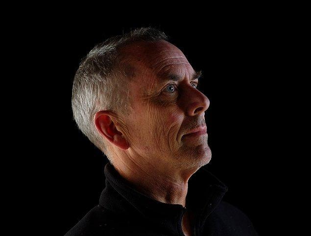Howe, ABD'nin Utah eyaletinde doğmuş bir sanatçı ve bu kinetik heykelleri 1989 yılından beri yapmakta olduğunu belirtiyor.