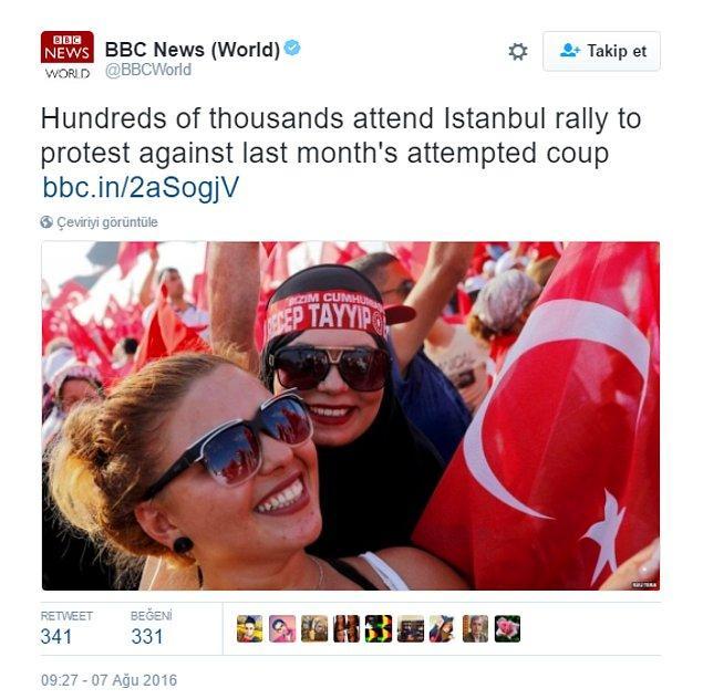 Miting başladığında da tıpkı taban tabana zıt siyasi partilerin liderleri gibi, Türkiye'nin farklı geleneklerden vatandaşları bir araya geldiler; dayanışma içinde!