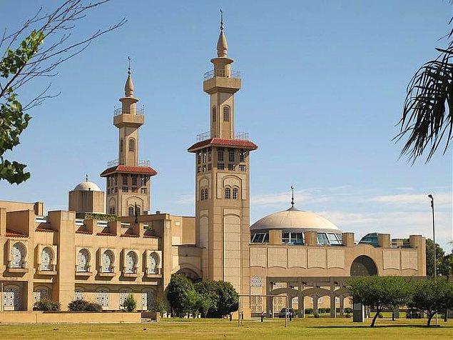 10. Arjantin, Latin Amerika'nın en büyük camisine sahiptir. 1996 yılında Suudi Arabistan kralı Fahd yardımıyla yapılmıştır.