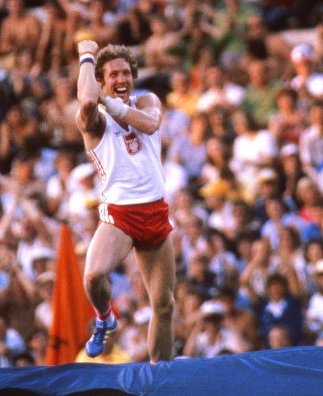 Polonyalı atlet kazanınca Sovyetler'e zafer hareketi çekti!?