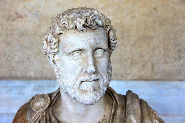 4. Roma İmparatoru Antoninus Pius, İlk Çağ'ın en iyi devlet adamıdır. 23 yıllık hükümdarlığı sürecinde tek bir nitelikli suç işlenmemiştir.