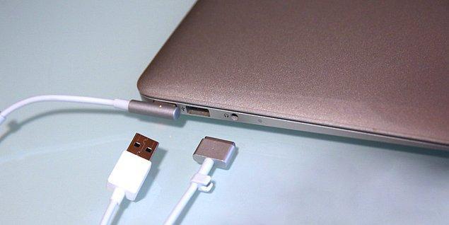8. Bir Macbook şarj aletinin içinde bulunan mikrodenetleyici, orijinal bir Macintosh bilgisayarda bulunan kadar güçlüdür.