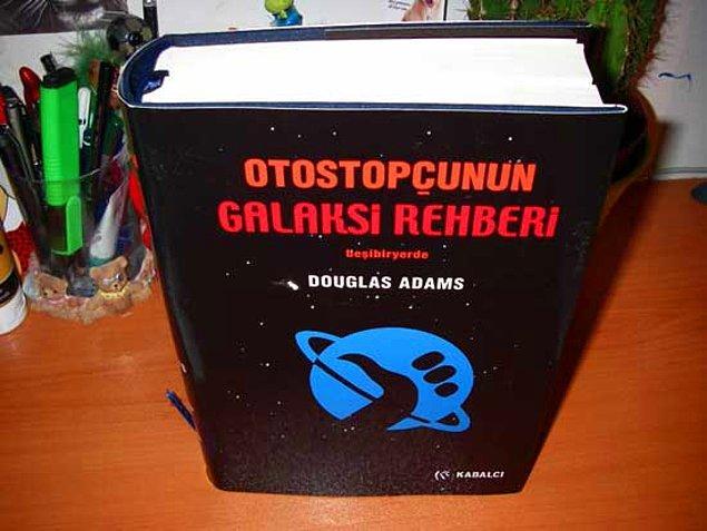 """11. """"Otostopçunun Galaksi Rehberi"""", Douglas Adams"""