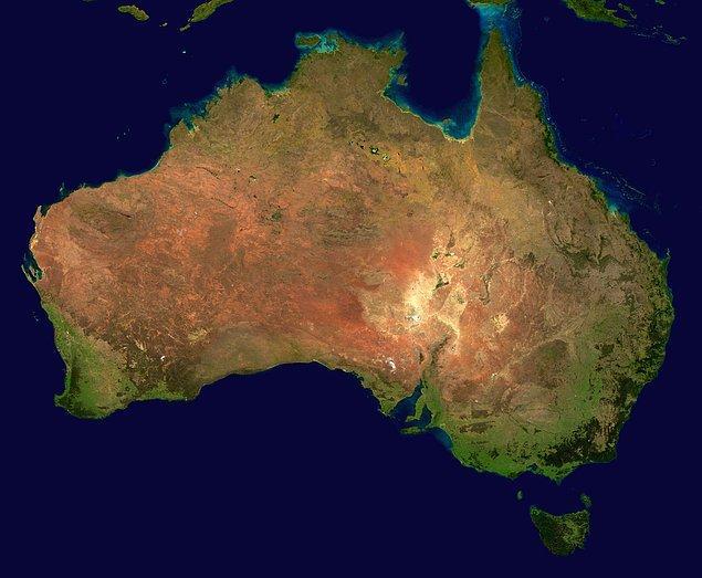 14. Avustralya kıtası her yıl 7 santimetre kuzeye kaymaktadır. Bu da onu, dünyanın en hızlı hareket eden kıtası yapmaktadır.