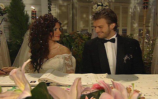6. Çocukluktan beri aşık olduğu ve hayalini kurduğu kişiyle evlenecek olan Gümüş'ün hayatı İstanbul'a gelmesiyle tamamen değişir.