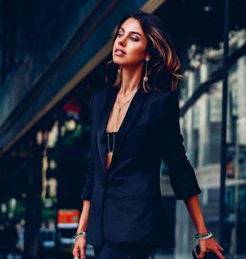 d68dc56c794e5 Genç ve dinamik bir görünüme sahip olmak isteyen kadınların tercihi bu  ceketlerin en güzel özelliği; giyene hem spor hem de akademik bir görünüm  sağlıyor ...