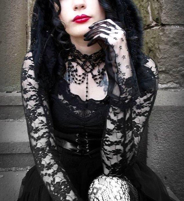 1. Bol Dantelli Siyah Elbiseler