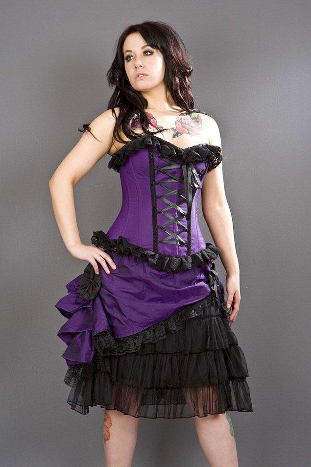 13. Düğünlerde böyle kıyafetlerle arz-ı endam etmek.
