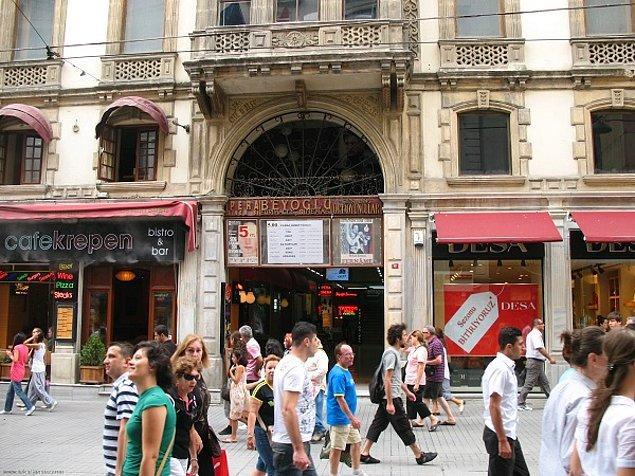 22. Taksim'deki ve Bakırköy'ün arka sokaklarındaki pasajlar.