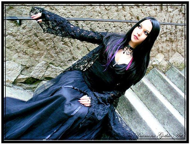 7. Mutlaka bir fotoğrafçıyla gotik konseptli bir çekim yapmak.