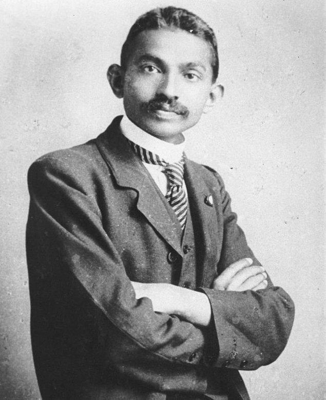 10. Mahatma Gandhi genç bir avukatken, 1893.