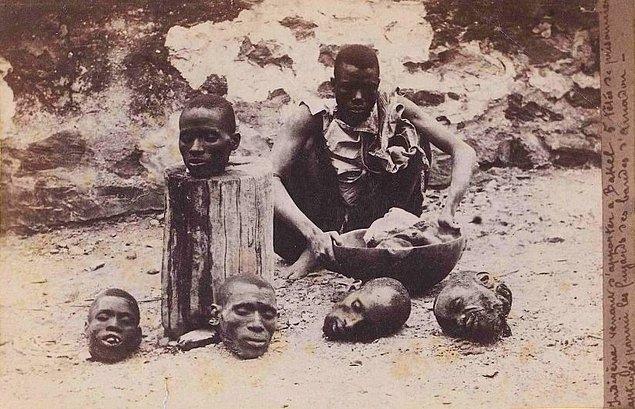 19. Gövdelerinden ayrılmış birkaç insan kafası ile Senegalli bir mahkum, 1891.