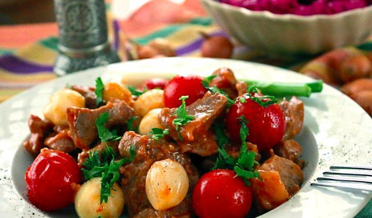 Akşam Masanızı Şenlendirip Herkese Ziyafet Çektirebileceğiniz 17 Et Yemeği