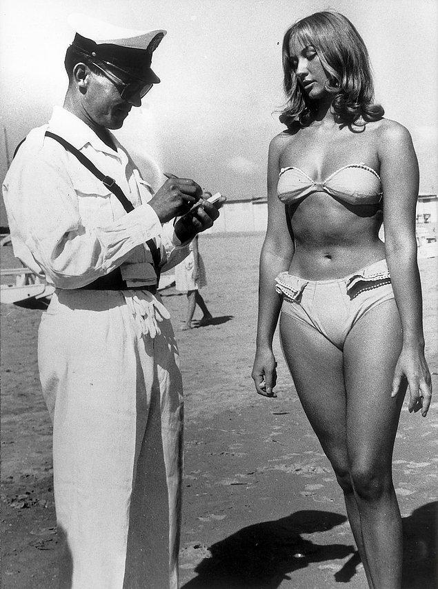 29. Bikini giydiği için polis tarafından ceza kesilen İtalyan bir kadın, Rimini, İtalya, 1957.