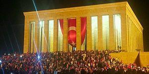 Atamız Yine Yalnız Değildi! Zafer Bayramında Anıtkabir'den Gurur Veren Manzaralar