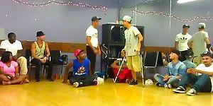 Tek Bacağı Olmayan Engelli Gençten Muhteşem Dans Performansı