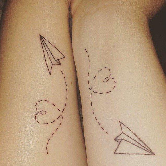 16. Midenizde uçuşan kağıttan uçaklar...^^