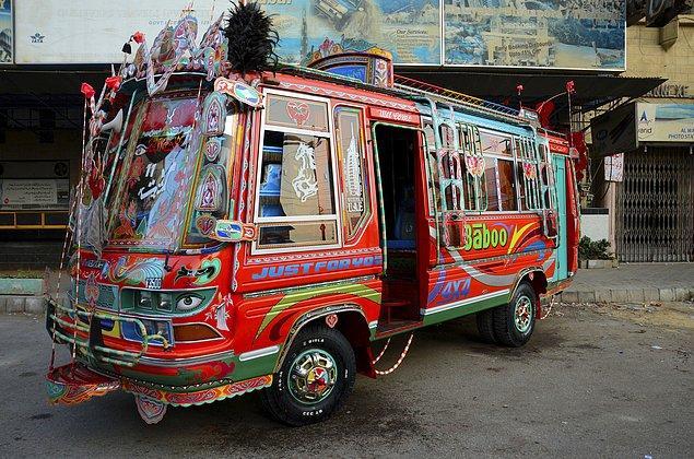6. Pakistan'ın süslü mü süslü otobüs ve kamyonları