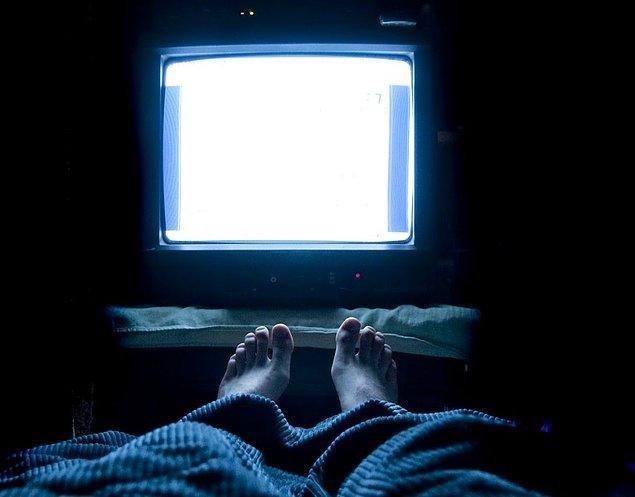 Uyku saatlerinizi her gün aynı saatte yatacak ve uyanacak şekilde düzenlemeniz kısa dönemli insomnianızın düzelmesine oldukça yardımcı olacaktır.