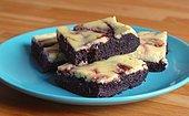 Meyve Cheesecake ve Çikolatanın İnanılmaz Buluşması: Böğürtlenli Cheesecake Brownie Tarifi