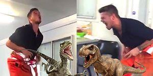 İş Yerinde Sıkılan Adamdan Çalışma Arkadaşlarına Muhteşem T-Rex ve Velociraptor Taklidi