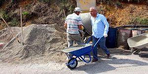 Zonguldak'ta Belediye Başkanı, Yol Yapımında İşçilerle Beraber Çalışıyor
