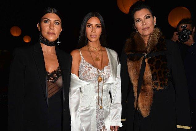 Sözcüsünün söylediğine göre Kim Kardashian West pazartesi, sabahın erken saatlerinde odasında silah zoruyla rehin alındı.