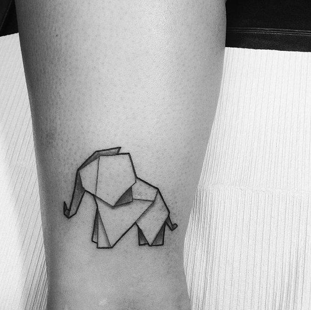 18.Origamiden esinlenilen bu dövme