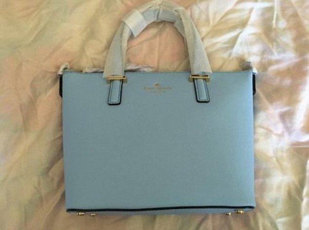 İşte yeni fotoğrafımız da bu. Bu fotoğrafta çantanın renginin mavi olduğu çok daha net bir şekilde görülüyor sanki, ne dersiniz?