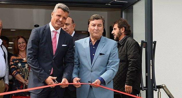 Sadettin Saran, konuşmasının ardından, TSYD'nin Levent'teki genel merkezinde bulunan ve katkılarıyla yenilenen binanın açılışını yaptı.