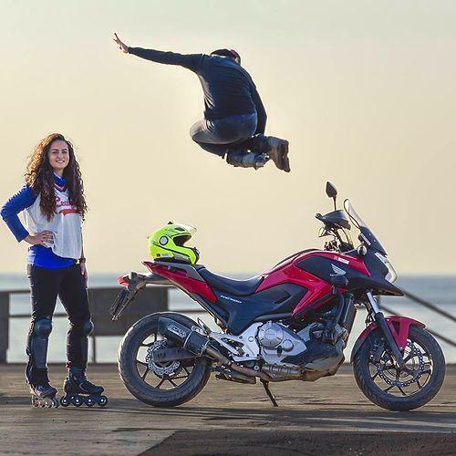 Asil aynı zamanda bisiklet stuntçısı, slack line sporcusu ve patenci.