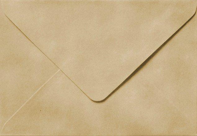 1. Yapıştırılmış bir zarfı buzlukta dondurarak zarar vermeden açabilirsiniz.