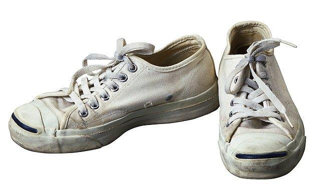 15. Eğer ayakkabılarınız kötü kokuyorsa, bir gece önceden içine çay poşedi atın.