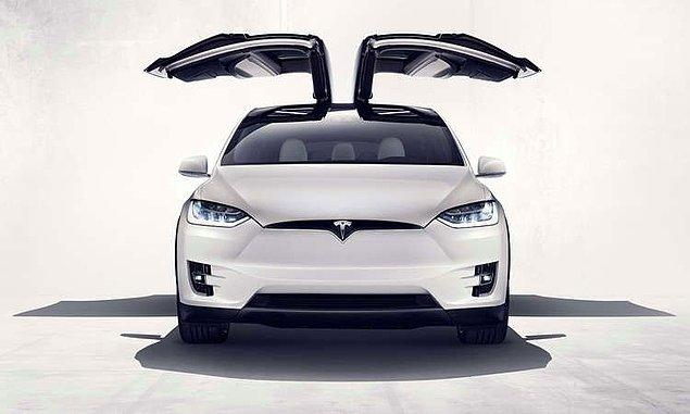 Tesla Modelx ile kayaslanırsa fark nedir?