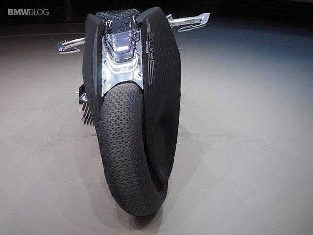 Çevreci özelliğiyle de ön plana çıkan Motorrad Vision Next 100'ün sıfır emisyon özelliği bulunuyor.