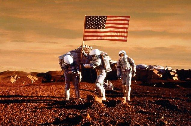 """""""Amerika'nın uzaydaki öyküsünün yeni bölümü için açık bir hedef koyduk. O da 2030'lı yıllarda Mars'a insan göndermek, onların dünyaya güvenli biçimde geri dönmesini sağlamak ve bir gün orada uzun dönem yaşamalarını sağlamak"""""""