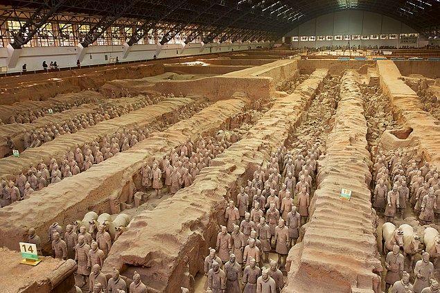 Mezarın inşası 30 küsür yıl sürmüş, inşaatta 700 bin kişi çalıştırılmıştır