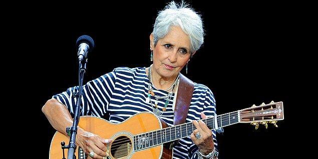 Şarkıcı Joan Baez ise ödülün Bob Dylan'ın ölümsüzlüğü konusunda bir başka adım olduğunu belirtti
