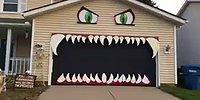 Cadılar Bayramında Korkudan Öldürmese de Süründürecek Garaj Kapısı Tasarımı