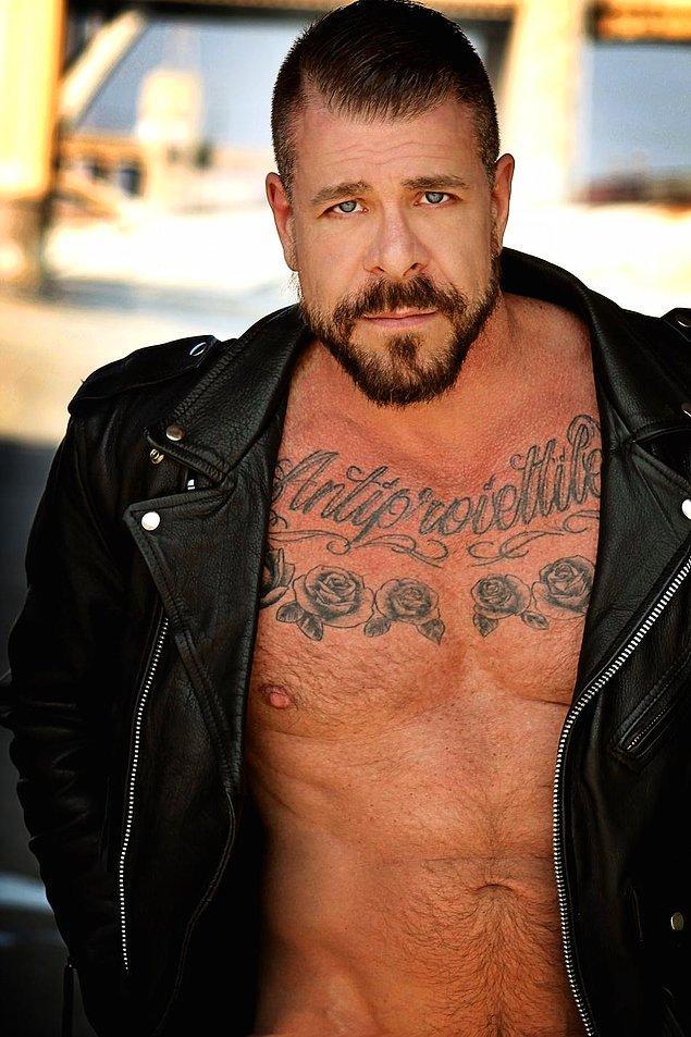 Geçtiğimiz yılın şampiyonu ise aslen Ohio'lu ama Manhattan'da yaşayan ve çalışan eskort, aynı zamanda eşcinsel porno yıldızı Rocco Steele oldu.