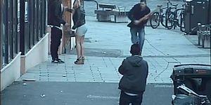 İngiltere'de İspanyol Turistlere Irkçı Saldırı: 'İngilizce Konuşun'